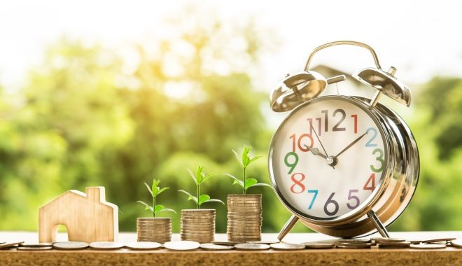 イメージ画像-時計とお金